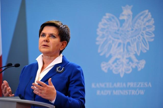 Wypłata 500 złotych na dziecko to sztandarowy projekt premier Beaty Szydło i jej rządu
