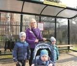 Nowy Sącz. Rodzice starszaków walczą o darmowe bilety autobusowe