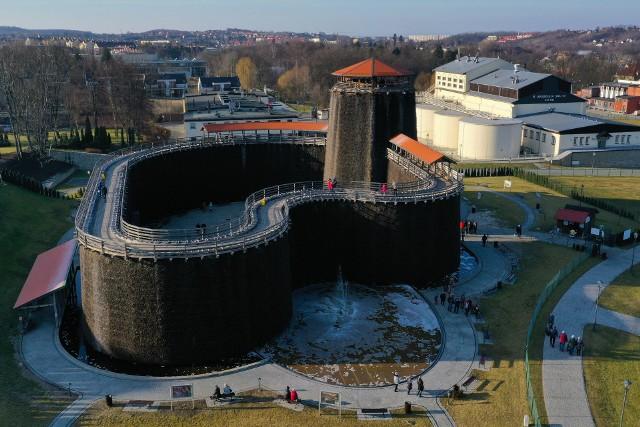 Tężnia solankowa w Parku św. Kingi w Wieliczce zostanie otwarta 15 maja 2021. Obiekt był zamknięty przez kilka miesięcy z powodu obostrzeń związanych z pandemią Covid-19