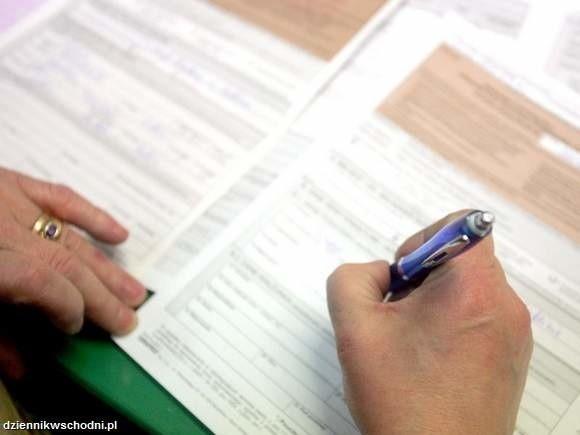 Podatek od przychodów z najmuPodatnicy uzyskujący przychody z najmu opodatkowane zryczałtowanym podatkiem dochodowym nie składają deklaracji podatkowych. Ciąży na nich jedynie obowiązek złożenia po zakończeniu roku podatkowego rocznego zeznania (PIT-28) w terminie do 31 stycznia następnego roku