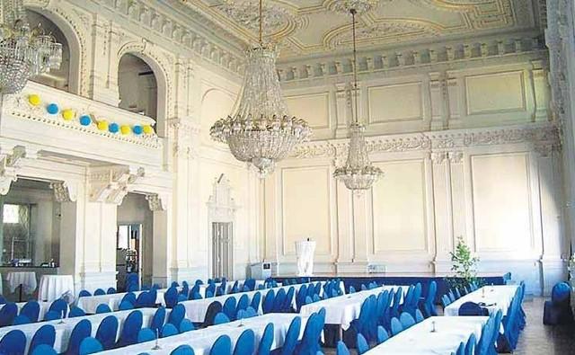 renowacja saliJedna z ilustracji, pokazana przez szwedzkiego inwestora rok temu. Tak w Szwecji po renowacji wygląda sala hotelu miejskiego. Podobny wygląd ma uzyskać sala bawialna przyszłego hotelu przy ulicy Śląskiej.