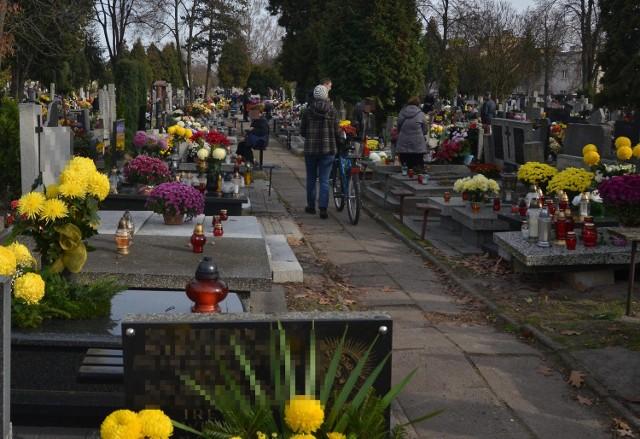 Kogo nie stać na opłacenie miejsca na cmentarzu na 20 lat, może zapłacić za połowę tego okresu albo starać się o zniżkę.