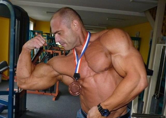 Ćwiczenia na biceps nie tylko na siłowni. Ćwiczenia na biceps, które możesz robić w domu