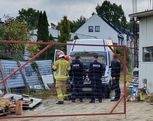 Straż pożarna i policja zostały wezwane w środę (13 października 2021) na ulicę Irlandzką w Lesznie.