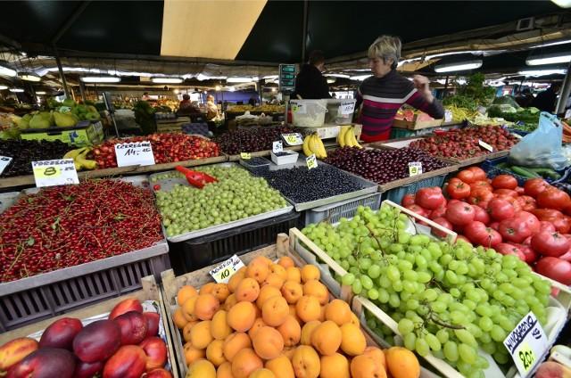 Z listy dziesięciu najczęściej promowanych owoców w 2020 roku najbardziej podrożały jabłka – aż o 127,4 proc. Cytryny poszły w górę o 34,3 proc., a nektarynki – o 28,5 proc.