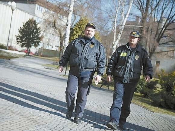 Po zwolnieniu Marka Hipnera (na zdjęciu z lewej) w Głubczycach pracuje tylko dwóch strażników.