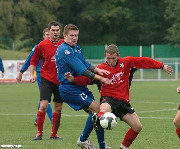 Wisłoka Dębica (czerwone stroje) zagrała niezły mecz kontrolny.