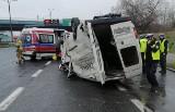 Wypadek na DTŚ w Katowicach. Dachował bus. Kierowców czekają spore utrudnienia
