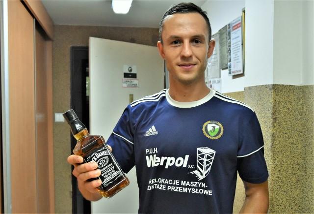 Adrian Korczyk poprowadził Jawiszowice do zwycięstwa nad Rajskiem (2:1), a za wybór najlepszego zawodnika meczu dostał butelkę whisky.
