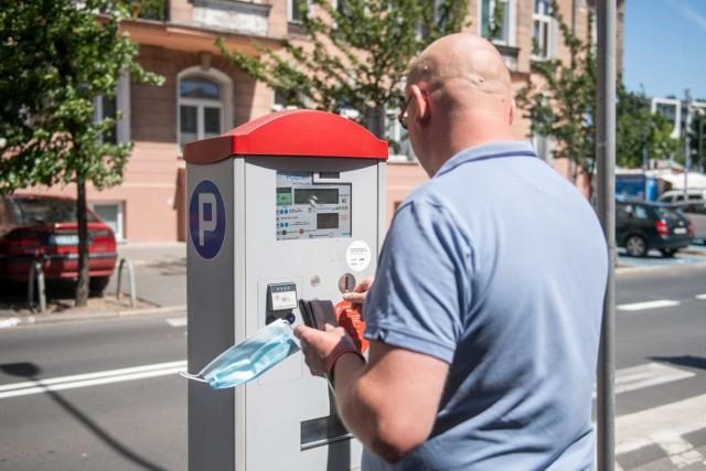 Od poniedziałku w centrum Poznania obowiązuje Śródmiejska Strefa Płatnego Parkowania, a od 1 lipca obejmie ona także część Jeżyc