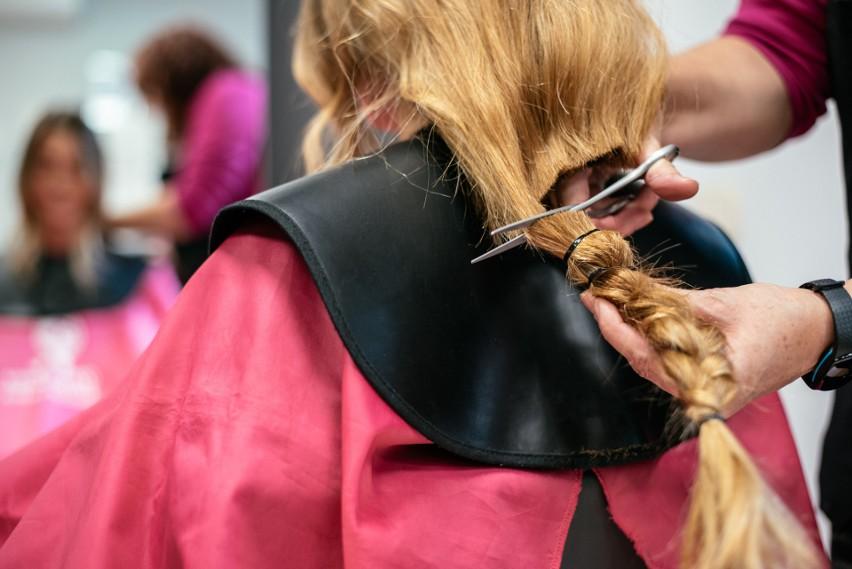 Oddali włosy potrzebującym. Jak się zmienili? Fryzjerskie metamorfozy po ostrym cięciu. Zdjęcia przed i po