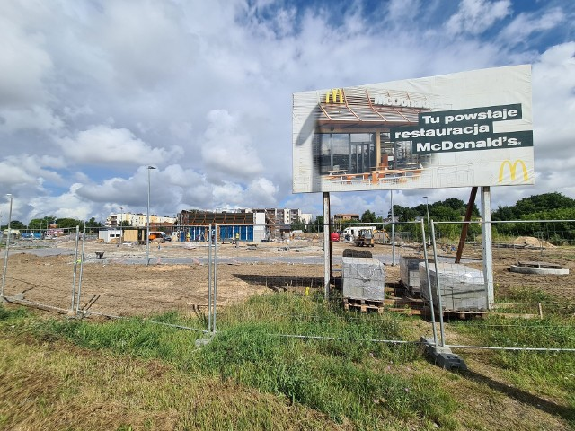 W Toruniu otworzy się kolejny McDonald's. Restauracja powstaje przy ul. Łódzkiej. Budowa już się rozpoczęła. Udało nam się dowiedzieć, kiedy nastąpi otwarcie lokalu. Oto szczegóły.