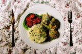Pomysł na obiad. Pulpety w sosie koperkowym z wiosennym kuskusem [PRZEPIS]