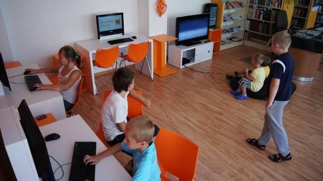 Pracownia wyposażona w komputery, telewizor, czy nowe meble już jest pełna dzieci, a po wakacjach będzie ich jeszcze więcej.