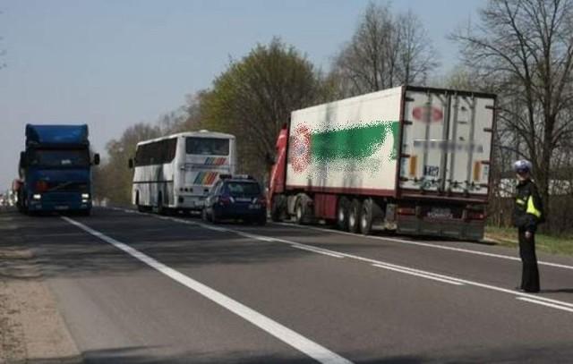 Znaki na dk 8 ograniczą ruch tirów w Augustowie