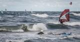 Kobieta i trójka dzieci bliscy utonięcia w Zatoce Puckiej. Uratowała ich Straż Graniczna
