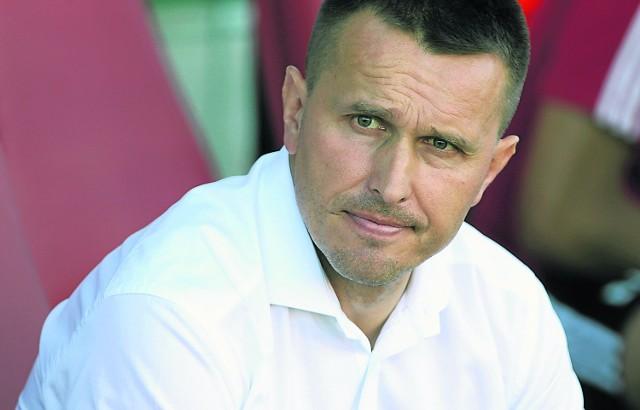 Wygląda na to, że Leszek Ojrzyński nie doczeka się pracy w Widzewie. Łódzkiego klubu raczej nie stać na spełnienie jego warunków