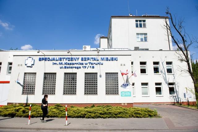 Prokuratura zleciła policji podjęcie czynności sprawdzających w sprawie wtargnięcia mężczyzny z grupą znajomych do szpitala miejskiego w Toruniu