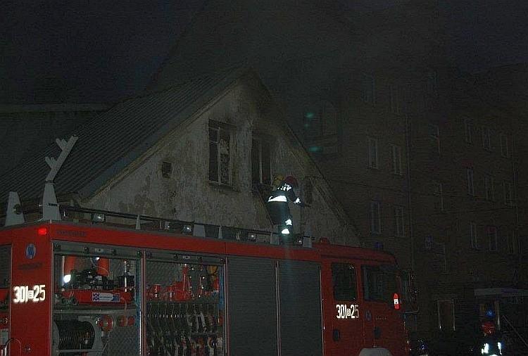 Pożar przy ulicy Ciepłej 38 wybuchł około godz. 21. Straż...