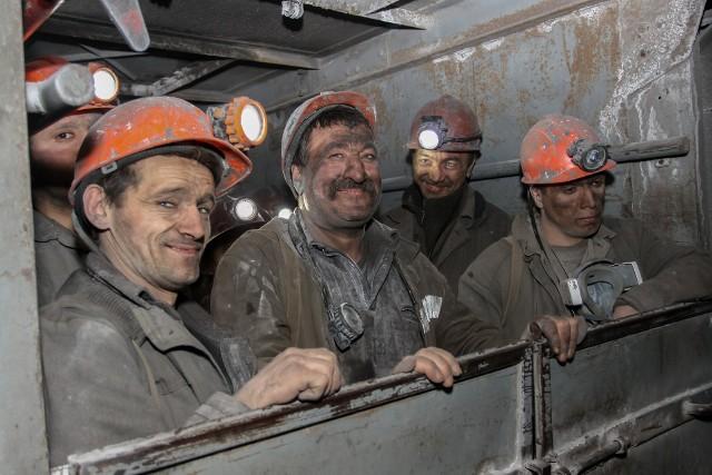 """Podwyżka płac ma miejsce we wszystkich sekcjach PKD. Najsilniejszy wzrost  jest odczuwalny w sekcji """"górnictwo i wydobywanie""""."""