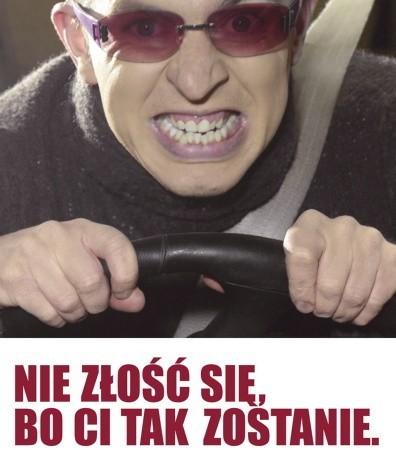 Ten plakat już cztery lata temu przestrzegał kierowców przed chamstwem na drodze.  Dziś jest jeszcze bardziej aktualny...