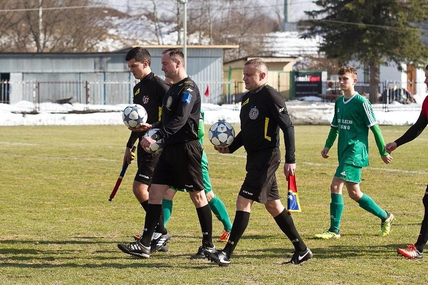 LKS Pisarowce (czerwone koszulki) pokonał Granicę Stubno 2:0