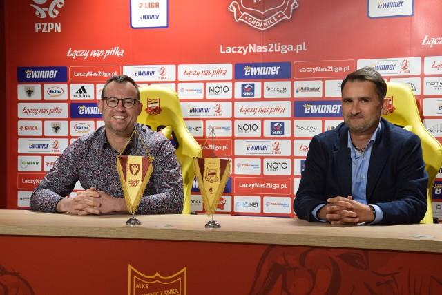 Tomasza Kafarskiego (z prawej) - nowego szkoleniowca drugoligowej Chojniczanki Chojnice przedstawił dziś (31.05.2021) prezes klubu Jarosław Klauzo