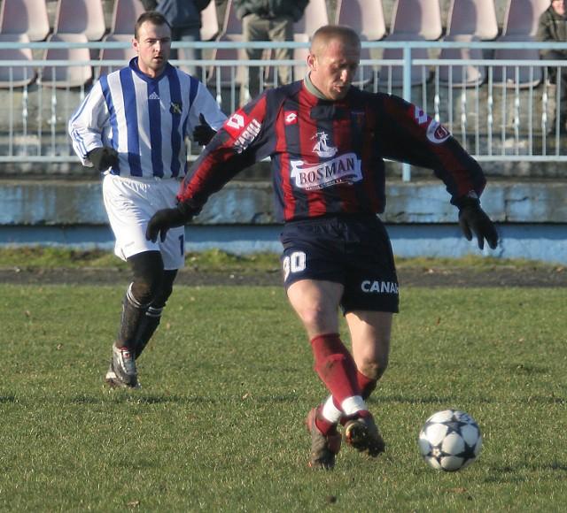 W towarzyskim meczu, rozegranym w Szczecinku, piłkarze Pogoni pokonali Groclin Grodzisk 2:0 (1:0). Bramki zdobyli: Artur Bugaj (na zdjęciu) i Anatolij Dorosz.