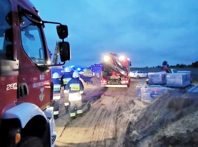 Groźny wypadek w Dąbrowie Górniczej przy ul. Broniewskiego.Zobacz kolejne zdjęcia. Przesuń, kliknij strzałką lub przycisk NASTĘPNE