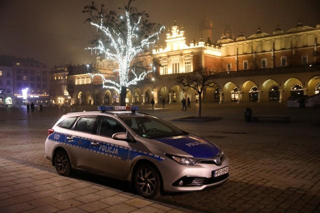 Małopolska Policja podkreśla, że Nowy Rok 2021 witano bardzo spokojnie, mieszkańcy zastosowywali się do wytycznych i pozostali w domach.