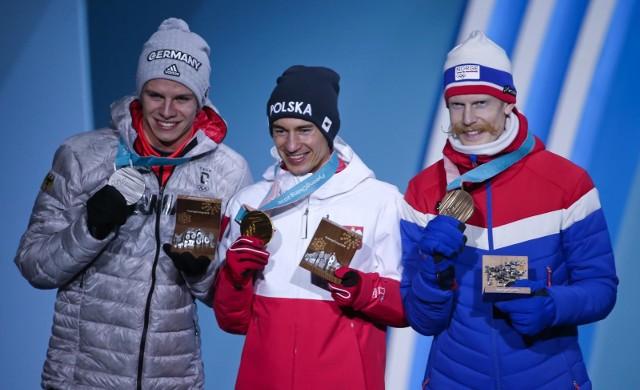 Kamil Stoch odebrał swój trzeci złoty medal olimpijski.
