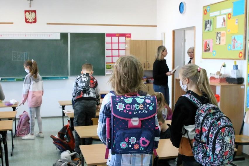 Po powrocie do nauki stacjonarnej uczniowie klas IV-VIII...