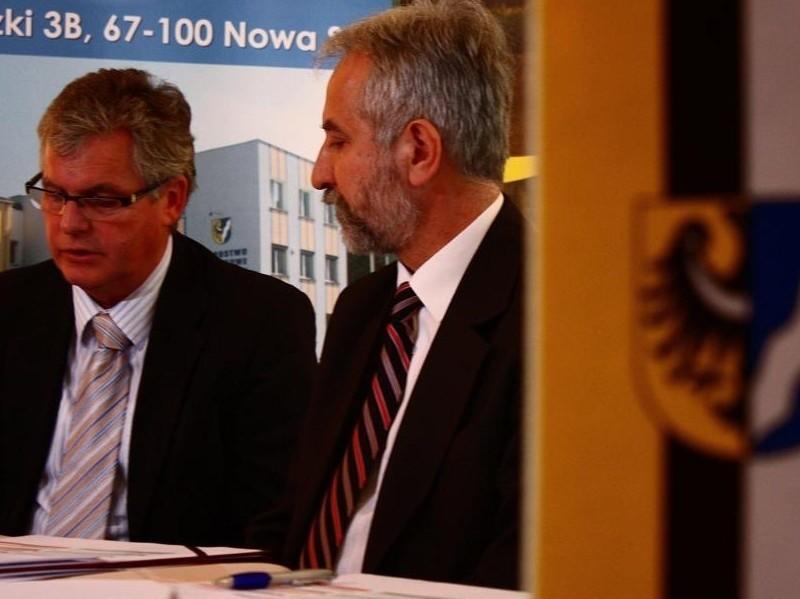Bernd Lange, starosta powiatu Görlitz (z lewej) zadeklarował pomoc finansową dla projektu. Po prawej starosta nowosolski, Józef Suszyński.