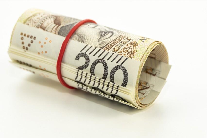 Pieniądze, bony na zakupy, paczki dzieciom. Podlaskie firmy...