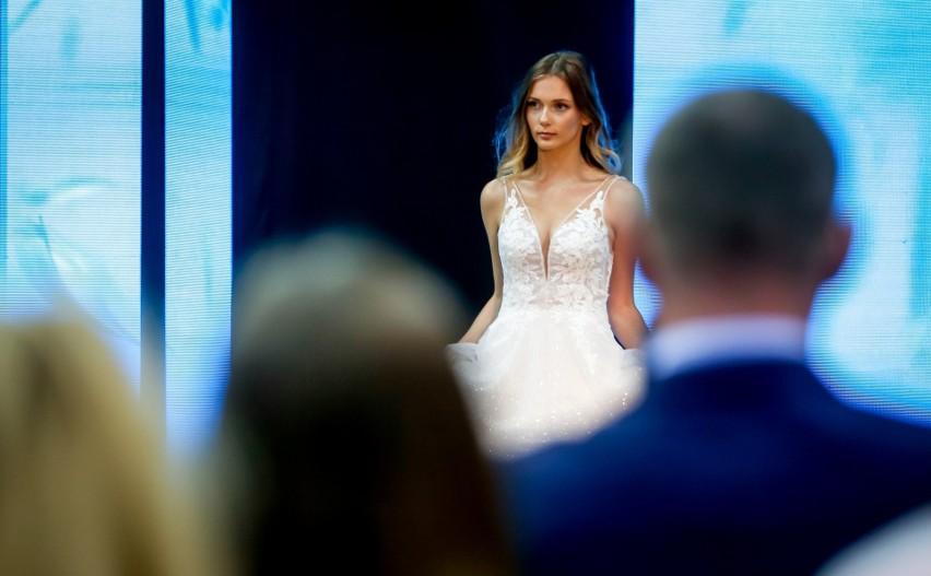 """Fajna ta sukienka ślubna. Taka nie za bogata"""
