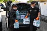 Służba więzienna wspiera Krakowskie Pogotowie. Przekaże mu 1200 butelek wody mineralnej