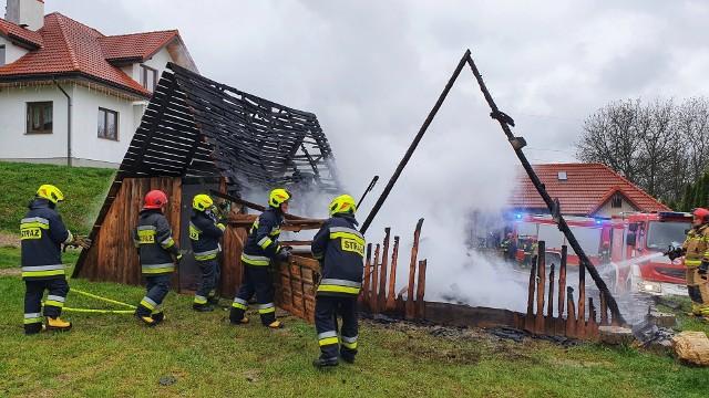 W piątek wybuchł pożar w budynku gospodarczym na ul. Witoszyńskiej w Przemyślu. Wyjechały trzy zastępy strażaków z PSP Przemyśl i OSP Bolestraszyce. Nikt nie został ranny.