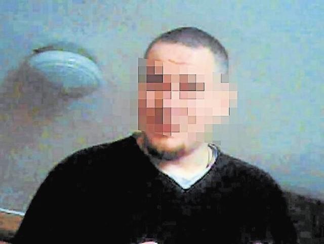 """Do porodu na plebanii na poznańskim Junikowie doszło w lutym 2011 roku. Ksiądz Mariusz """"za karę"""" został przeniesiony do klasztoru, potem na Ukrainę. Obecnie jest zawieszony w czynnościach."""