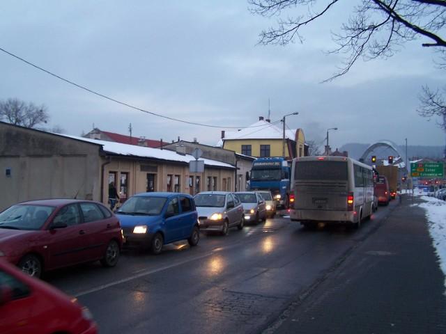 Samochodowe korki w centrum Andrychowa