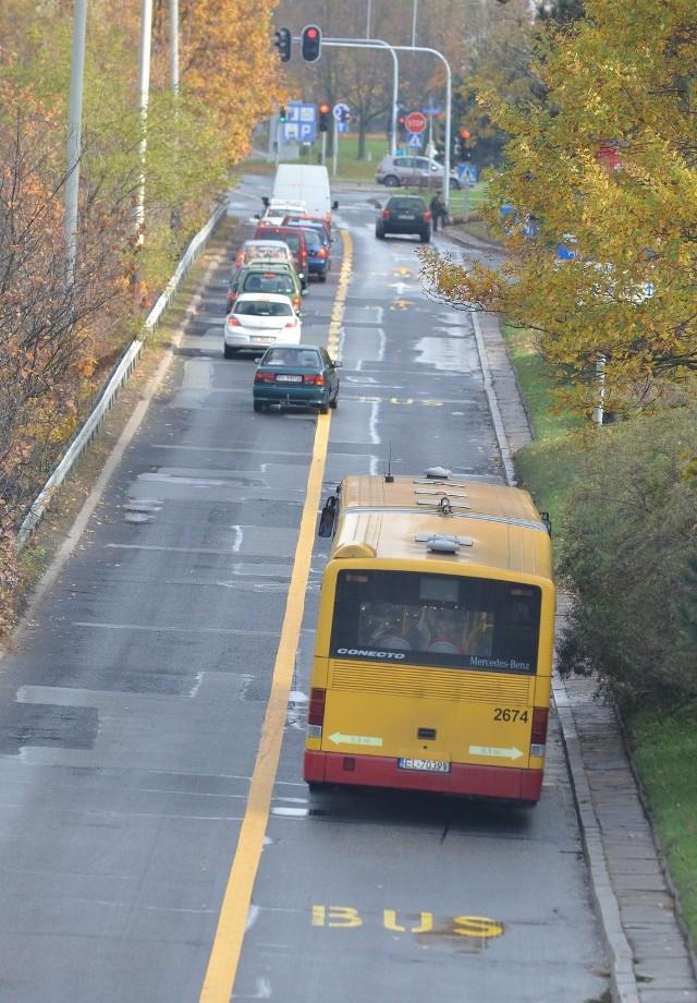 W czwartek rozpoczęto malowanie buspasów na al. Mickiewicza