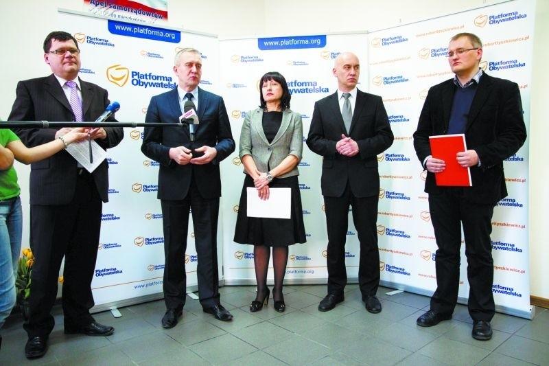 Pomysł podlaskich parlamentarzystów popierają przedstawiciele zarówno prawosławnego Eleosu – Marek Masalski (pierwszy z lewej), jak i Caritasu – Michał Gaweł (pierwszy z prawej)