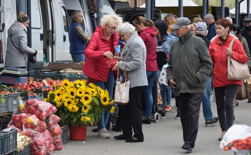 25 września na miejskim targu w Szydłowcu panował duży ruch....