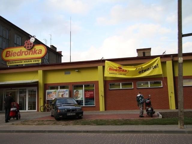 Z wypowiedzi Jarosława Kaczyńskiego wynika, że to sklep, w którym zakupy robią biedni ludzie.