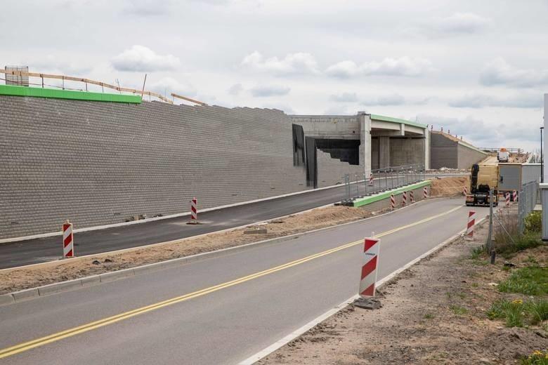 Czytelnik: Z Porosłów nie można wjechać na S8, by skręcić w ul. Kleeberga. Burmistrz: Serwisówką jest bezpieczniej (zdjęcia)