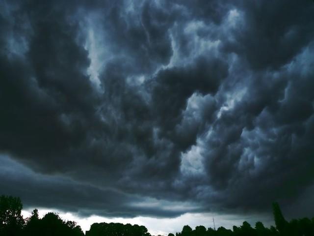 W trakcie środowych burz wraz z deszczem może spaść także grad.