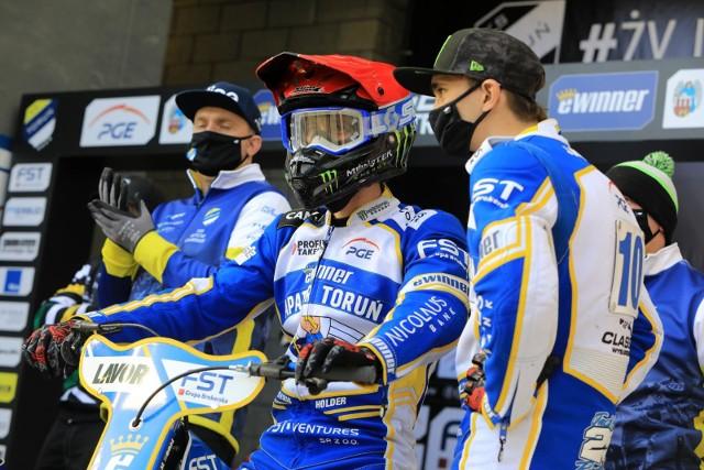 Chris Holder (na motocyklu) w ubiegłym sezonie jeździł w Sparcie jako gość. Czy pomoże mu to w piątkowym meczu?