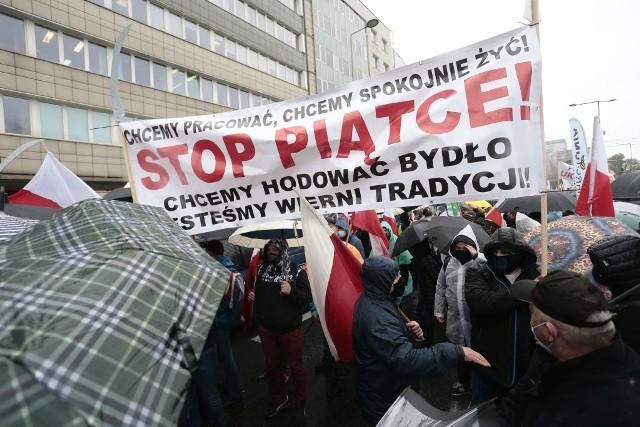 Po raz kolejny rolnicy z Kujaw i Pomorza będą protestować w Warszawie. Podkreślają, że chcą pracować i produkować