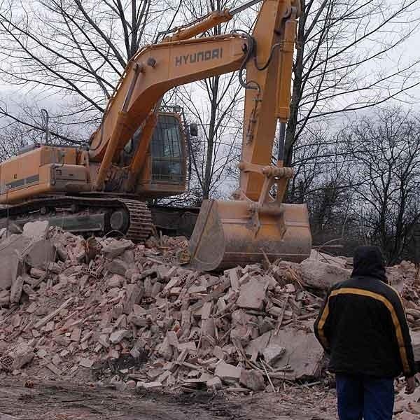 Po kamienicy przy ul. Koreckiego została sterta gruzu