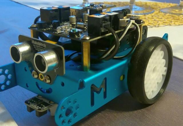 Na początek zajęć w klubie kodowania, uczniowie zajmą się programowaniem robota widocznym na zdjęciu