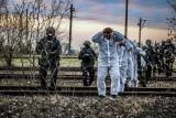Terroryści porwali pociąg! Ćwiczenia policji, służb kryzysowych oraz prokuratury na łódzkim Olechowie